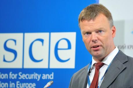 Перший заступник ОБСЄ Хуг заявив, що Мінські угоди не дозволяють відкривати вогонь у відповідь