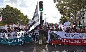Масові протести в Парижі. Люди незадоволені трудовою реформою Макрона