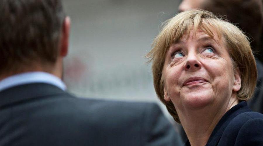 Меркель під час виступу влучили в стегно