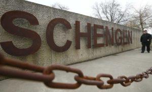 Австрія поставила кримських сепартистів на місце: візи в ЄС тільки через консульства в Україні