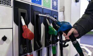 На українських АЗС продовжується зниження цін