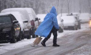 Завтра в Україні заметілі вщухнуть, а дороги вкриє ожеледиця