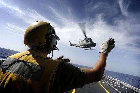 Гелікоптер ВМС Італії впав у Середземне море, загинув член екіпажу