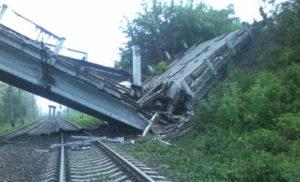На Донбасі підірвали стратегічно важливий для бойовиків міст – соцмережі