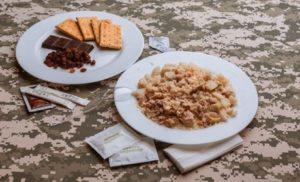 Порошенко заявив, що українські військові на Донбасі отримають харчування за стандартами НАТО