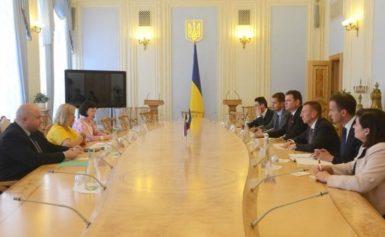 Латвія готова й надалі допомогати українським воїнам — Геращенко