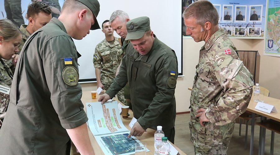 Міжнародні спостерігачі розповіли, чим озброєні терористи на Донбасі