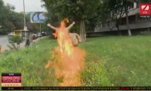 У Києві колишній військовий підпалив себе біля Міноборони (ВІДЕО)