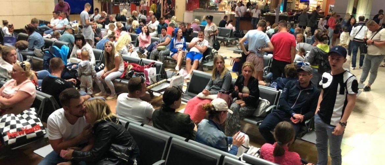 Знову понад 200 українських туристів застрягли у Єгипті