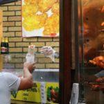 Держспоживслужба з'ясувала, хто постачав курятину в київські шаурми, де потравились люди