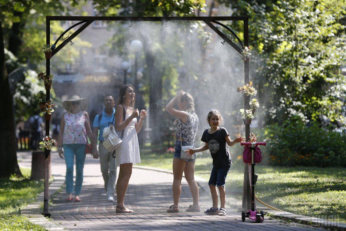Українські синоптики, повідомили коли країну покине страшна спека