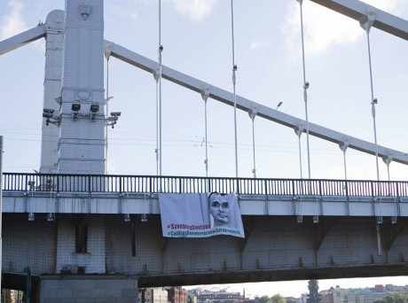 На центральному мості в Москві вивісили банер з вимогою звільнити Сенцова та інших політв'язнів (ФОТО)