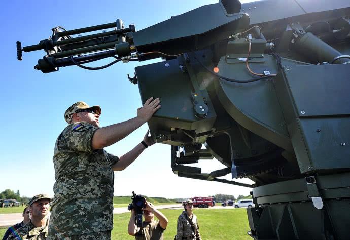 Турчинов презентував нову українську зброю, якої немає у Росії