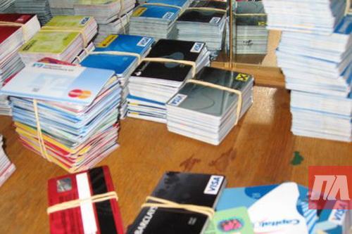 Правоохоронці Дніпра затримали злочинців, які підробляли банківські картки