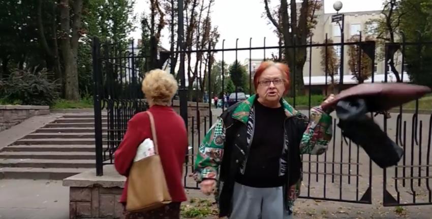 """""""Бандеровські мразі!"""" У Львові перехожий зазняв пенсіонерку, яка проклинала Україну"""