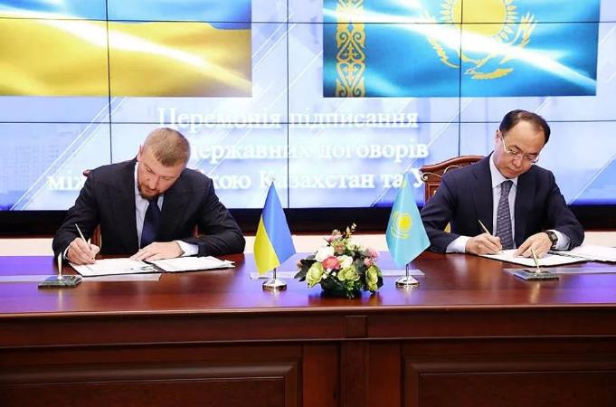 Україна домовилась з Казахстаном і підписала угоду про екстрадицію