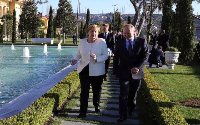 Меркель привселюдно і на російській висміяла Путіна (ВІДЕО)