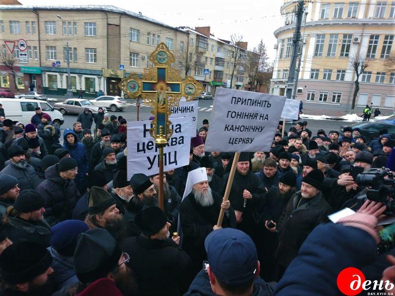 Священники УПЦ МП влаштували мітинг під стінами Вінницької ОДА