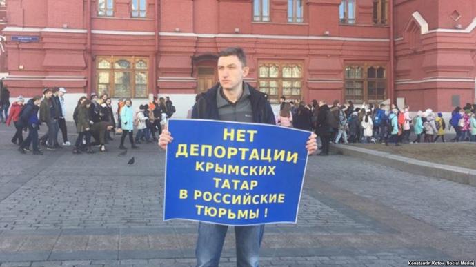 В Москві активісти продовжують пікет проти депортації кримських татар у російські тюрми