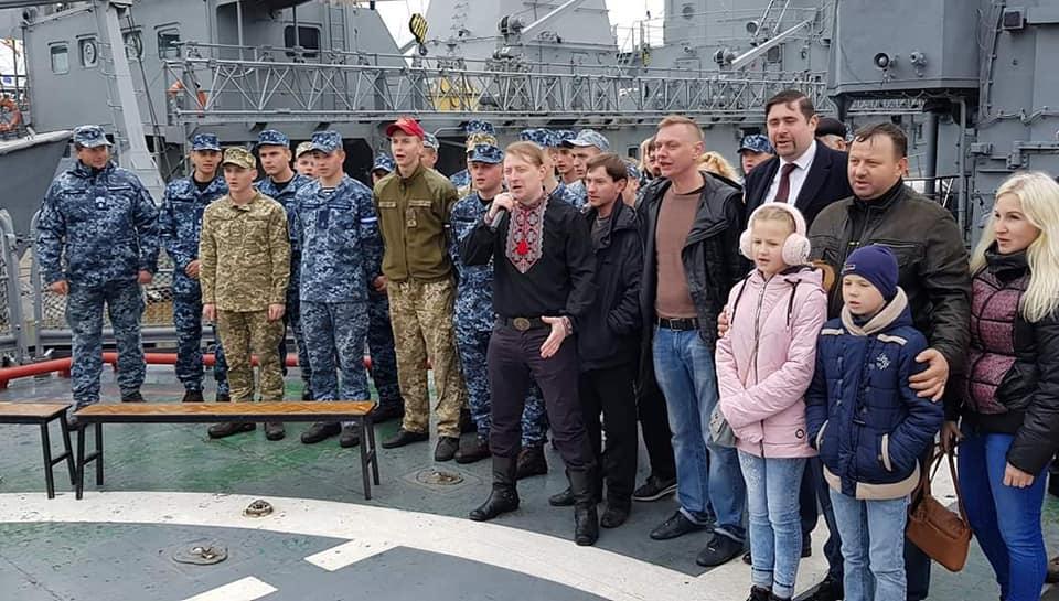 """На флагмані ВМС ВСУ фрегаті """"Гетьман Сагайдачний"""" відбувся концерт на підтримку полонених моряків"""