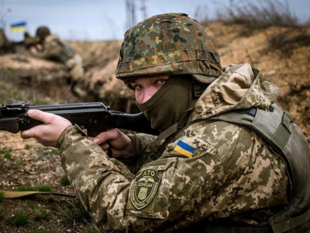 За добу в зоні ООС російські бойовики 13 разів порушили режим припинення вогню