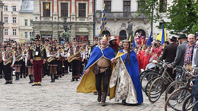 День міста святкують у Львові. Багатотисячний парад та інші заходи, що вразили