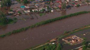 Велика вода на Росії! Міста і села перетворились на озера, є жертви (КАДРИ)