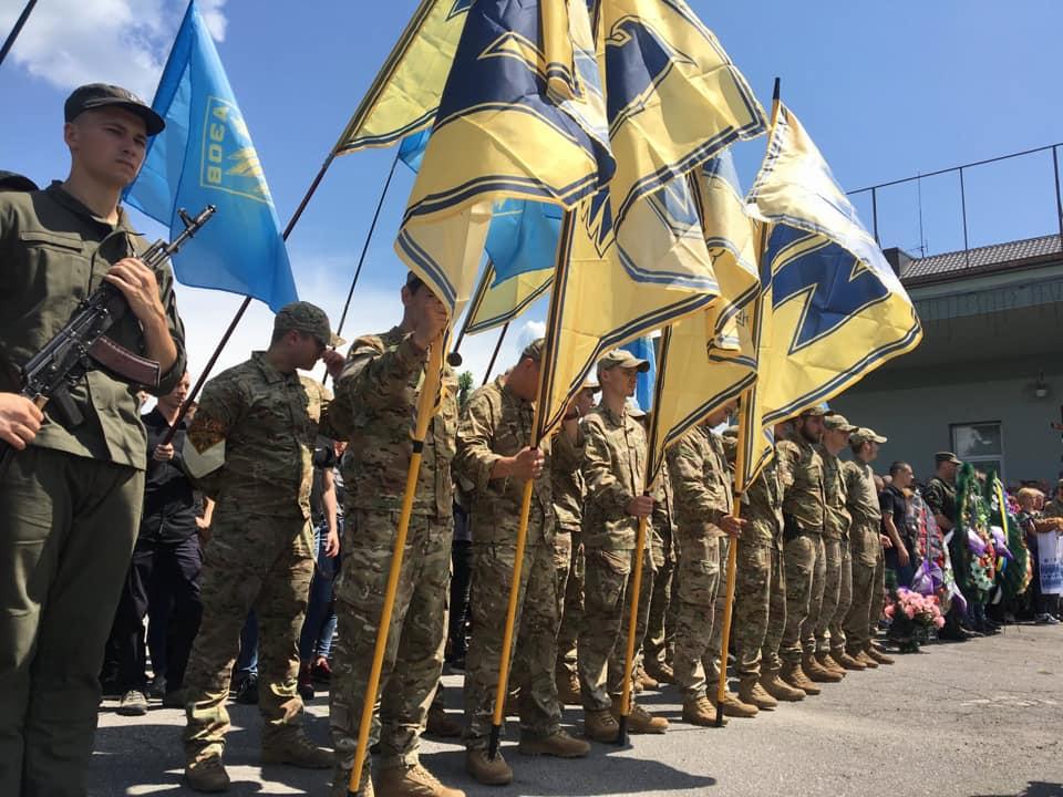 """На Вінниччині пройшло прощання із 23-річним бійцем """"Азову"""""""