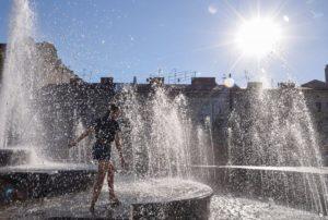 Синоптики попередили, що в Україні на місяць повернеться спека