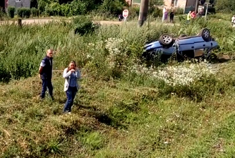 Страшна НП на Львівщині, поїзд зім'яв автівку на переїзді, є жертви (ВІДЕО)