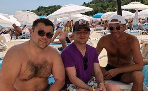 Зеленський виклав фото з відпочинку в Одесі в компанії Богдана, українці дивуються, чому без першої леді