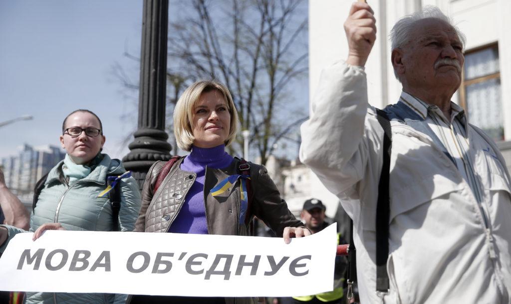 """В Україні від сьогодні почав діяти """"мовний закон"""""""