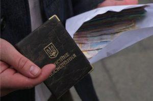 """""""Це Україна - крихітко!"""": за рік соціальні пенсії підняли на 8%, а пенсії суддів на 78%"""