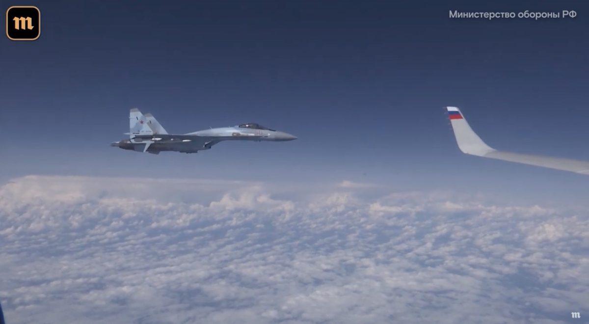 В НАТО прояснили, чому їх винищувачі F-18 намагалися наблизитися до літака Шойгу