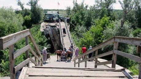 Російські бойовики перешкоджають ремонту зруйнованої частини мосту у Станиці Луганській