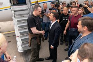 Денисова заявила, що звільненим політв'язням виплатять по 100 тисяч гривень
