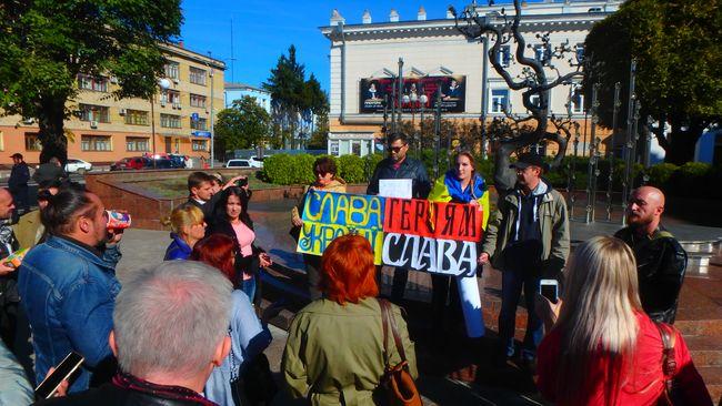 У Вінниці активісти оголосили безстрокову аУ Вінниці активісти оголосили безстрокову акцію проти капітуляціїкцію проти капітуляції