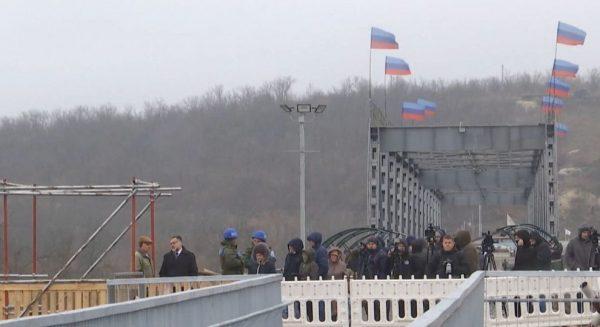 """В """"ЛНР"""" образились, що Зеленський не визнав їх прапори"""