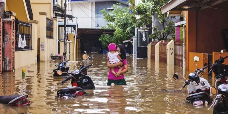 Повінь в Індонезії забрала життя уже 43 людей