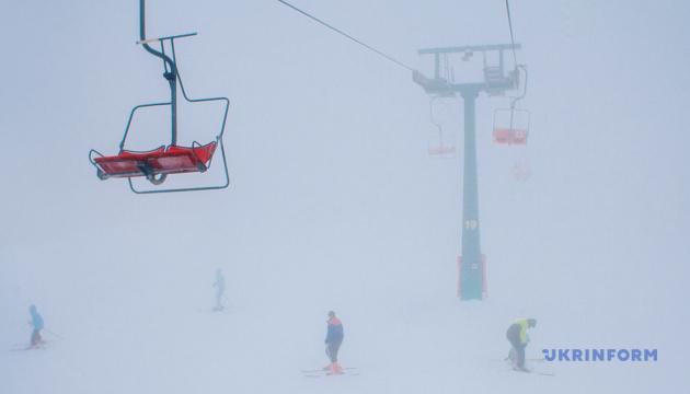 У Карпатах - хуртовина, снігу намело півтора метра