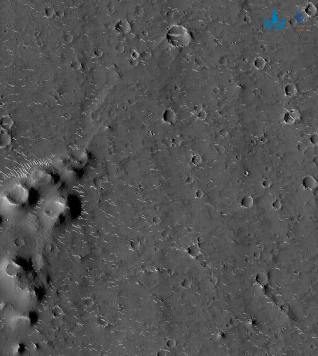 Китайський зонд надіслав перші фото поверхні Марса