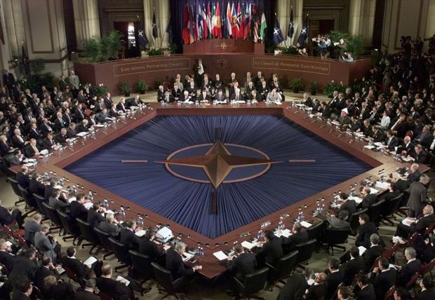 У НАТО різко звернулись до Росії через стягування військ до кордону України
