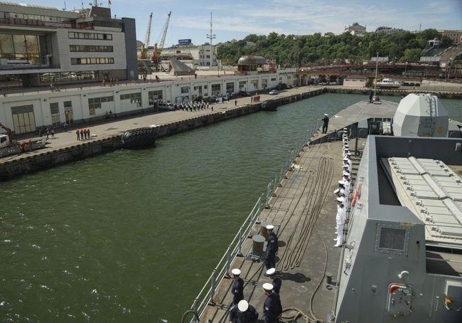 У порт Одеси прибули два кораблі країн НАТО