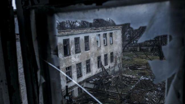 Окупанти закривають навчальні заклади в ОРДЛО, - Денісова