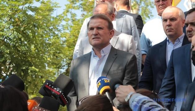 Суд залишив під домашнім арештом кума Путіна - Медведчука