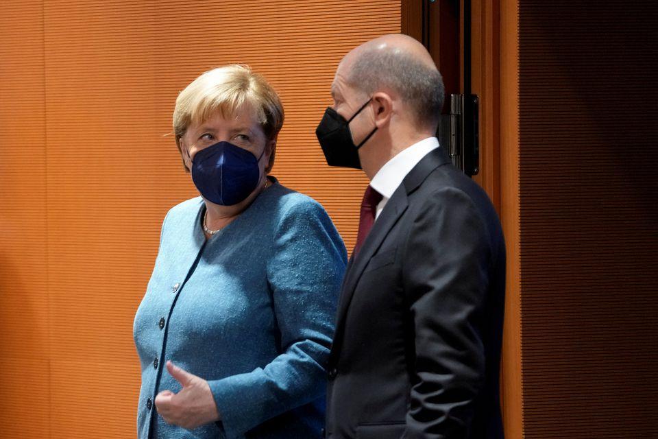 Меркель привітала Шольца з перемогою на виборах у ФРН